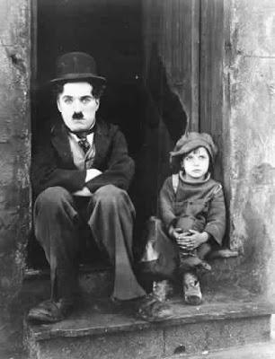 http://1.bp.blogspot.com/_h92F2a-n9aY/SQJzfL5s6ZI/AAAAAAAABsQ/cLroqxSjSws/s400/Chaplin_The_Kid.jpg