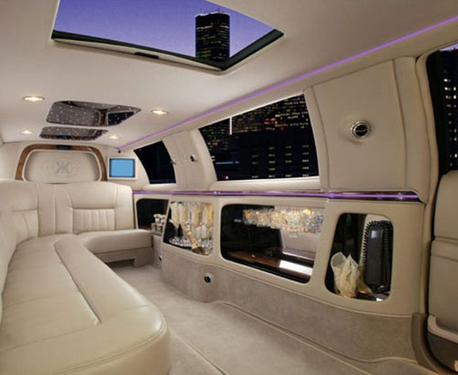 Awesome Limo Interior 16 Pics Curious Funny Photos Pictures