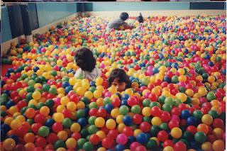 http://1.bp.blogspot.com/_h97zEan_PLI/TNymAdH-ioI/AAAAAAAABsI/qLYUEgyQBS4/s320/bahaya-kolam-bola.jpg