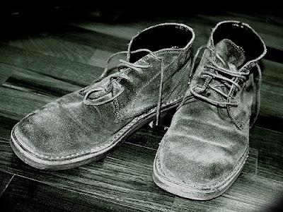 مواقف من الحياه Old-shoes