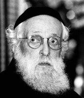 Dr. Alexandru Şafran (1910-2006), Gran Rabino de Rumanía entre 1939 y 1948.