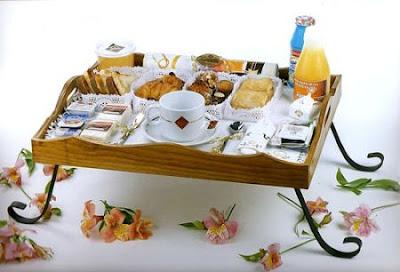 Desayuno en la cama - Bandeja desayuno cama ...