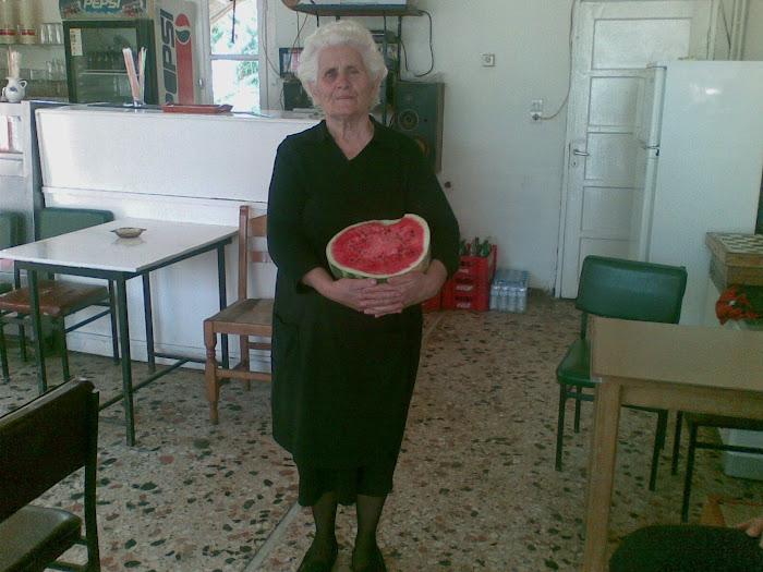 Ανθρωποι [ το κοκκινο χρωμα του καρπουζιου ] Μαχαιρα Ακαρνανιας