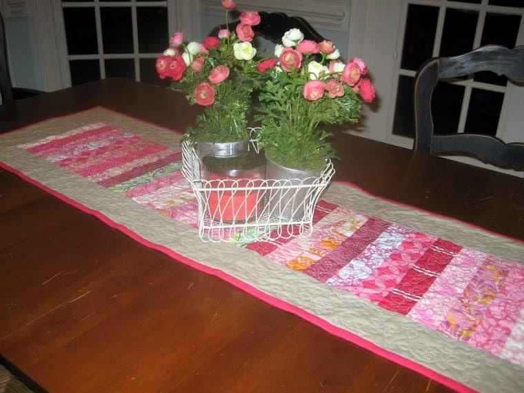 Mon petit lyons valentine table runner for Diy valentine table runner