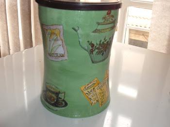 lata de café para pôr chá