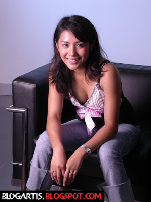 Nadila, the cute and stunning singer from Bandung