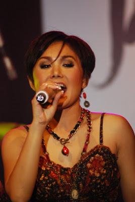 Yuni Shara - singing