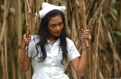 Foto Seksi Ajeng Ines Nugroho Dengan Pakaian Ala Suster [ www.BlogApaAja.com ]
