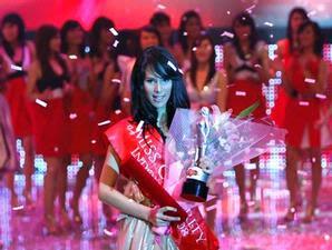 pemenang miss celebrity 2008 - Stevani Nepa