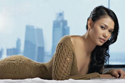 foto artis indonesia Adinia Wirasti