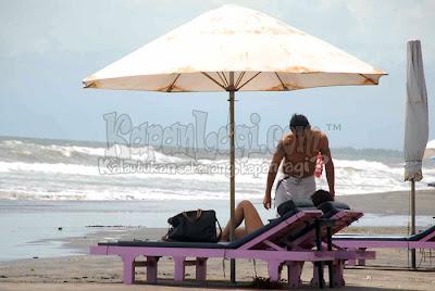 Foto Julia Perez & Gaston Castano di pantai