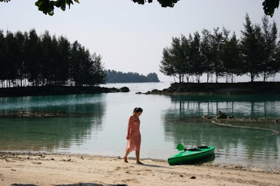 foto seleb Wulan Guritno in Sexy Bikini