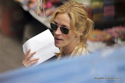 Julia Roberts in Bali pictures