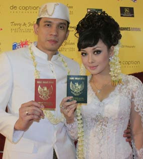 Terry Puteri and Rulli Johan Tie The Knot