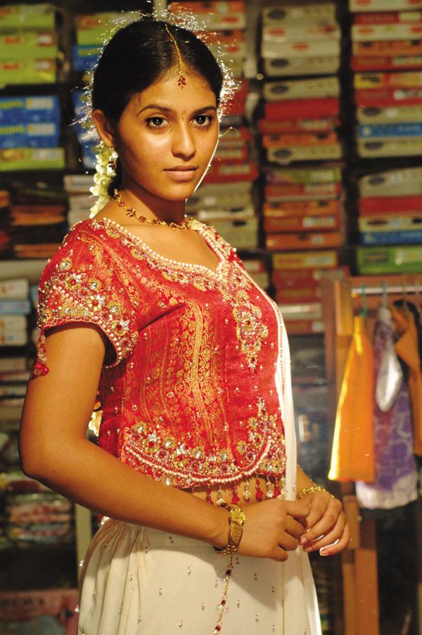 film actors and actress photo gallery angadi theru