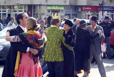 Jenica+danseaza Serbările Toamnei sunt cu... Skepsis
