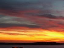 Hermosa puesta del sol en el mar de Uruguay