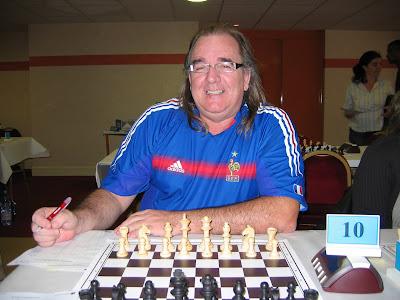 Joël Léost, passionné de ballon rond et d'échecs