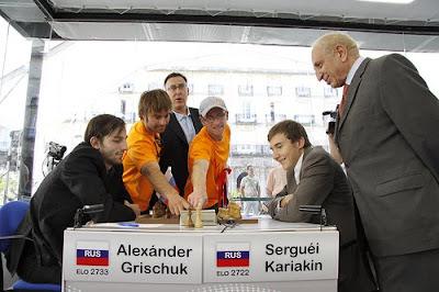 La partie vertigineuse entre Karjakin et Grischuk © Site officiel