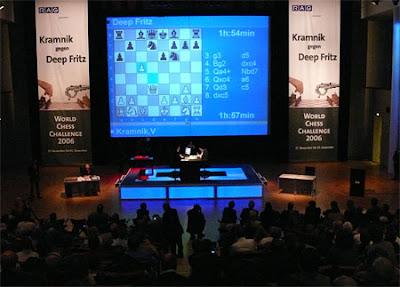 Kramnik face à Deep Fritz à Bonn en 2006 © ChessBase