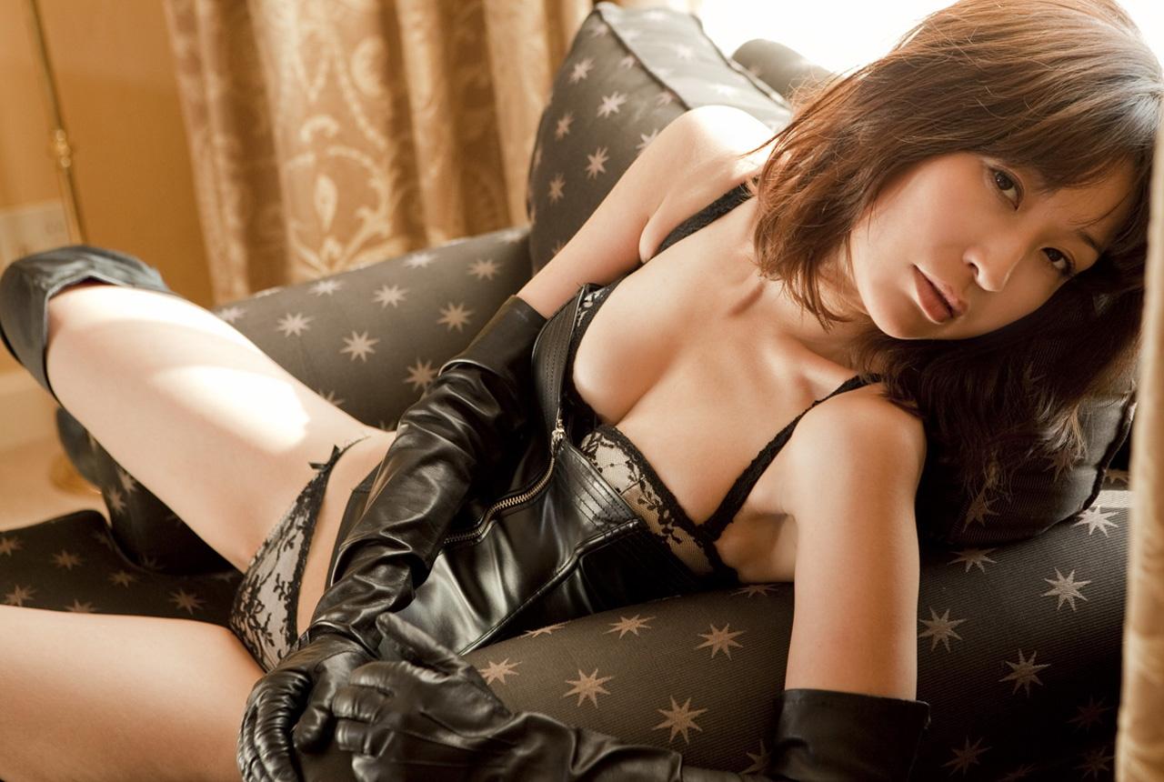 Mayumi Ono sexy leather