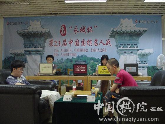 Jiang Weijie (left) vs. Li Zhe (right)