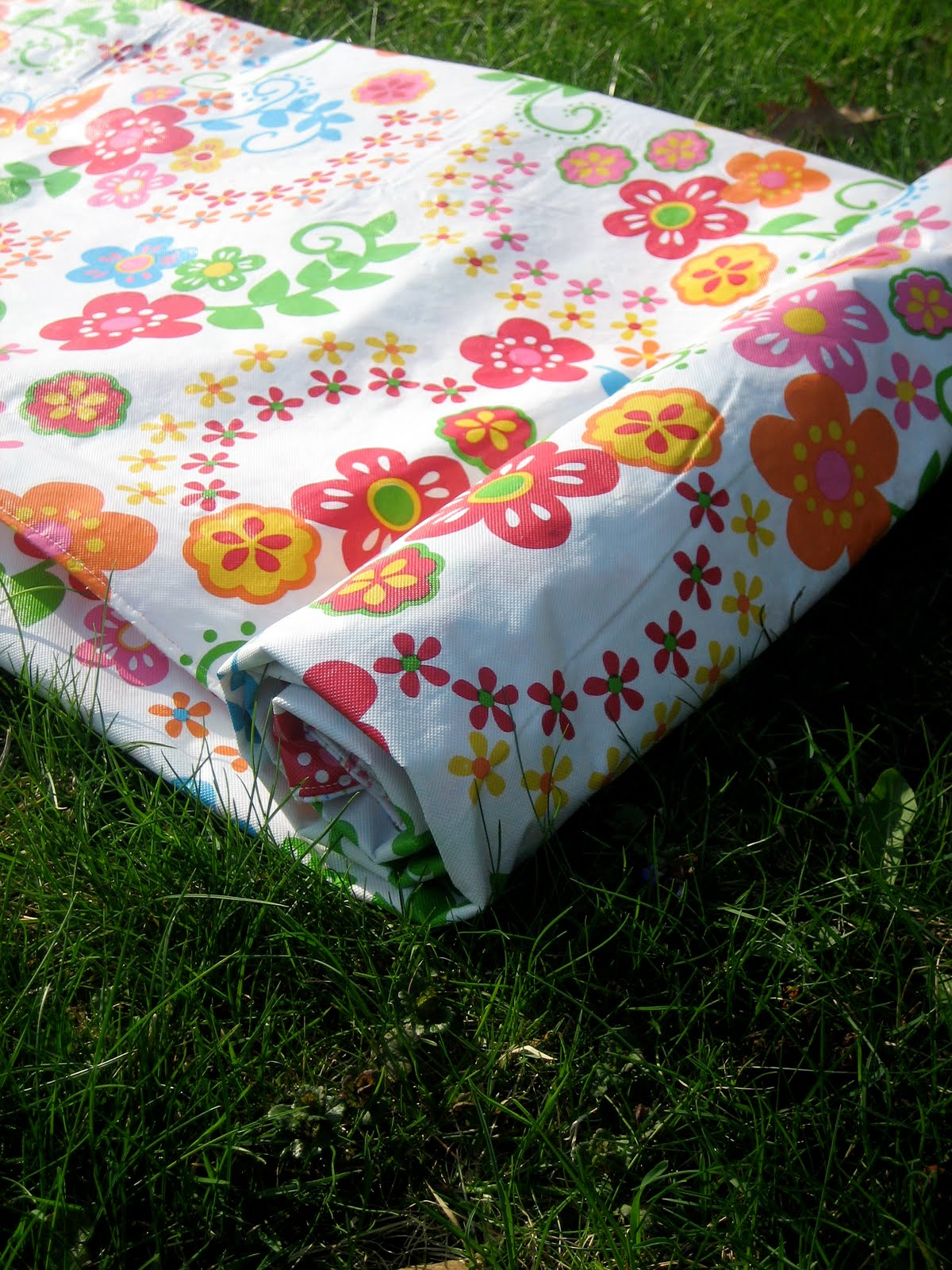Waterproof Picnic Blanket Tutorial The Cottage Mama