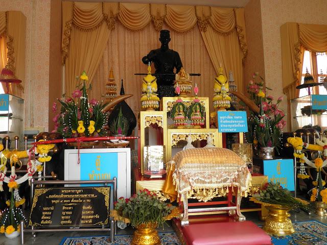 สถานที่ท่องเที่ยว สถานที่ท่องเที่ยวพระราชวังจันทน์ ศาลสมเด็จพระนเรศวรมหาราช