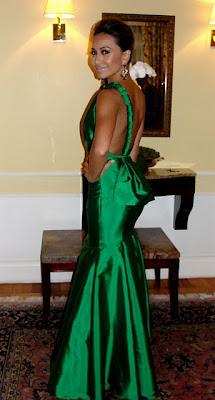 http://1.bp.blogspot.com/_hN6GO9nnyjM/TMuHX6VXdaI/AAAAAAAACgQ/9bV1JNhzxjI/s640/sabrina_vestido_longo_verde.jpg
