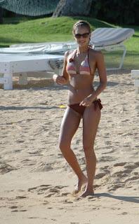 jessica alba at the beach