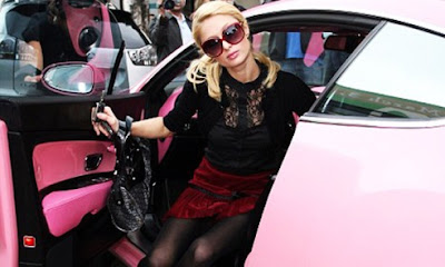 Paris Hilton con su Bentley Continental GT