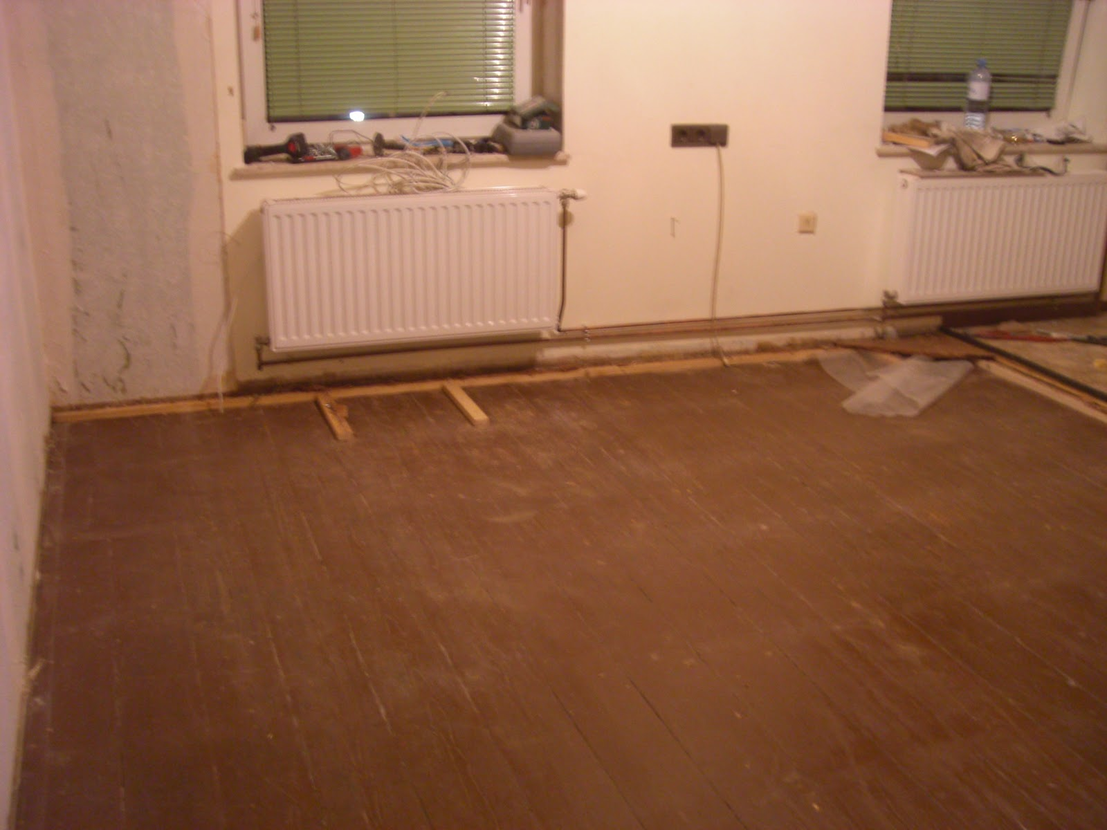 wohnungsrenovierung alten dielenboden freilegen. Black Bedroom Furniture Sets. Home Design Ideas