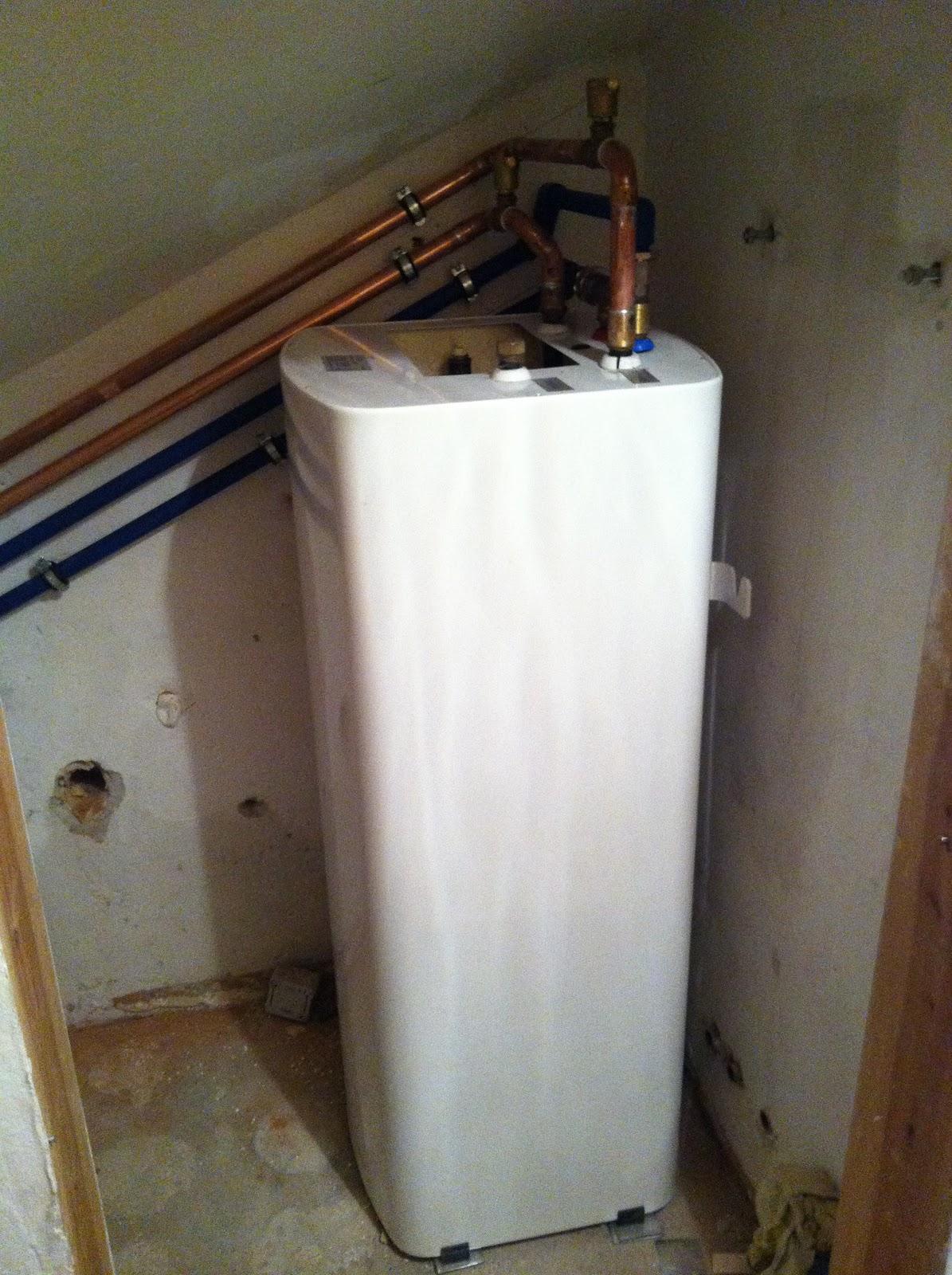 wohnungsrenovierung warmwasserboiler und heizung. Black Bedroom Furniture Sets. Home Design Ideas