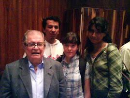 Los coordinadores del seminario junto al Dr. León Portilla