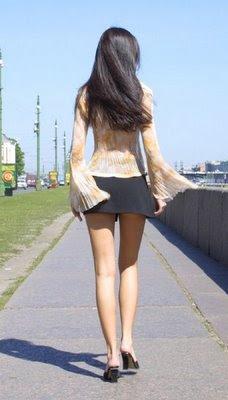 mujeres bonitas en minifalda