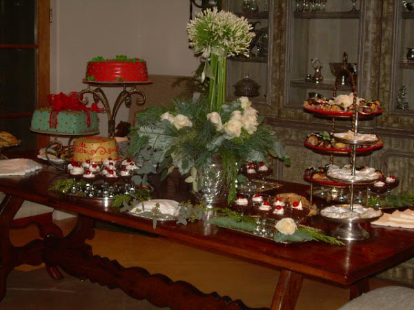 Full_Dessert_Table.jpg