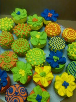 Whimsically_Fun2_Cupcakes