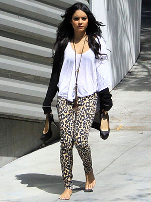 vanessa hudgens casual look. Look at the similarity,