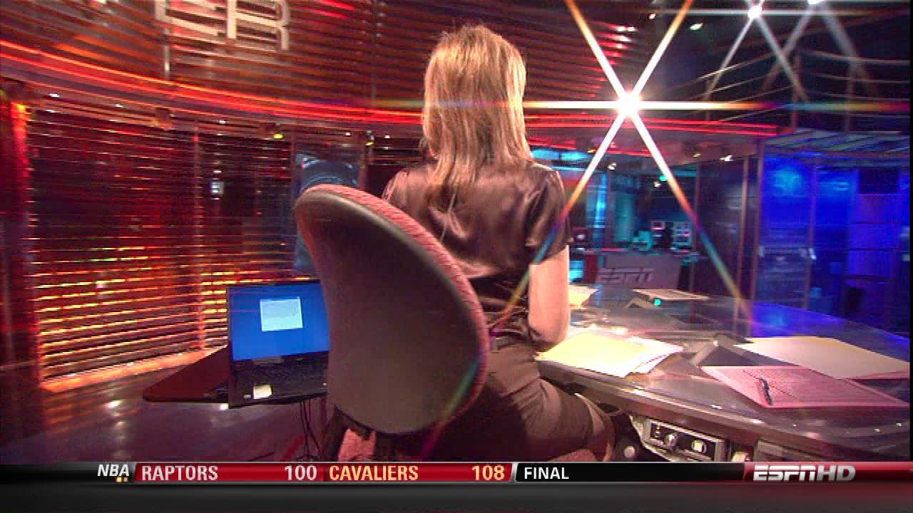 Linda Cohn Swimsuit Sports Center http://fivecelebritymagazines.blogspot.com/2011/02/linda-cohn-brown-satin-blouse.html