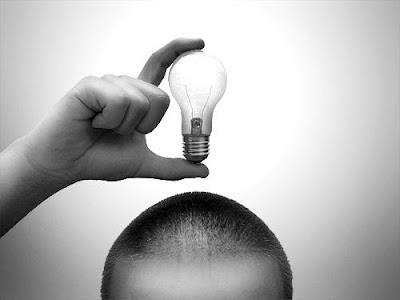 Bombilla que ilumina el cerebro con una idea