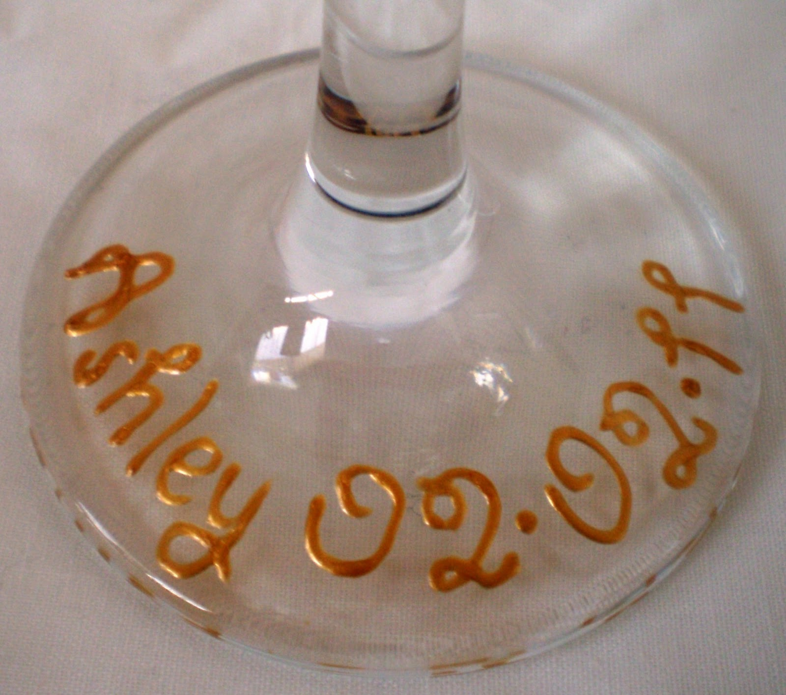 http://1.bp.blogspot.com/_hcp9SMzChqU/TVJZmitcRYI/AAAAAAAAADk/M0MzApnX7vs/s1600/Personalised+Base+%2528Frangipani+Wine+Glass%2529.JPG