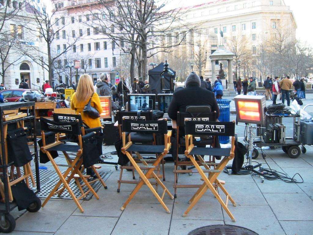 http://1.bp.blogspot.com/_hgJM1CYwb_8/THAP6W41HPI/AAAAAAAACQU/PMdbBU0XIE4/s1600/directors-chairs-salt-movie.jpg