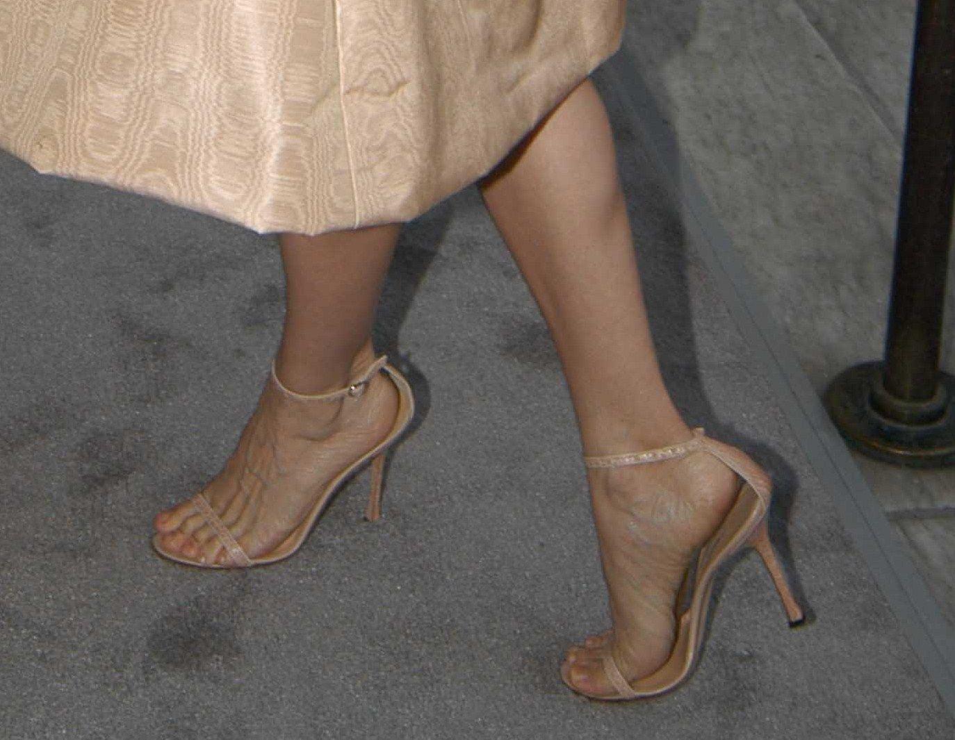 http://1.bp.blogspot.com/_hgdlBJDRZkM/TSyt1cWn8wI/AAAAAAAAGSI/vasygup4z9s/s1600/sarah-jessica-parker-feet-4.jpg