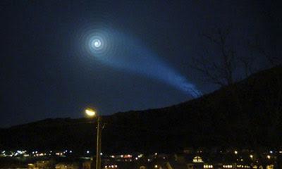 spirale luminosa cielo Norvegia dicembre 2009 foto immagine