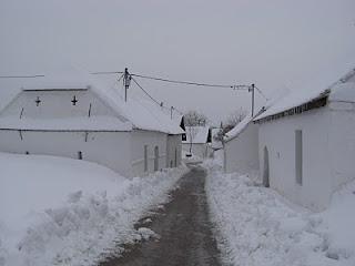 Verschneite Öhlbergkellergasse in Pillersdorf