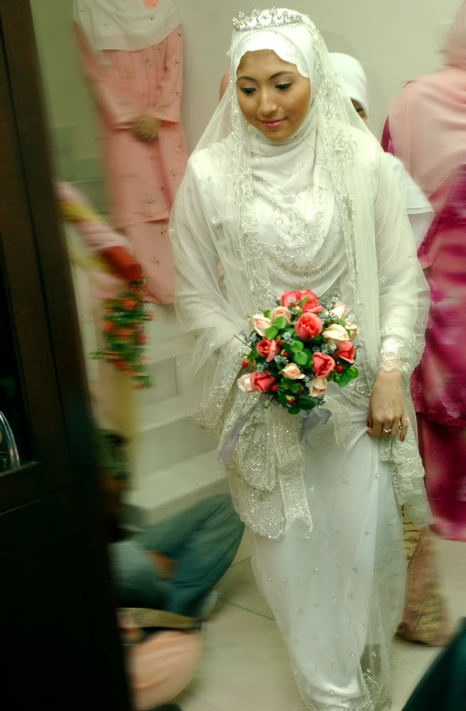 Wedding Gowns: Beautiful Muslim Wedding Dress By Naziehah