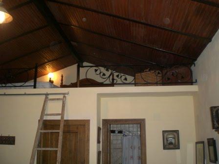Dormitorio-buhardilla con techo bajo