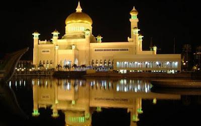 most beautiful mosques in the world Sultan Omar Ali Saifuddin Mosque Bandar Seri Begawan Brunei - Top 10 Most Beautiful Mosques in The World