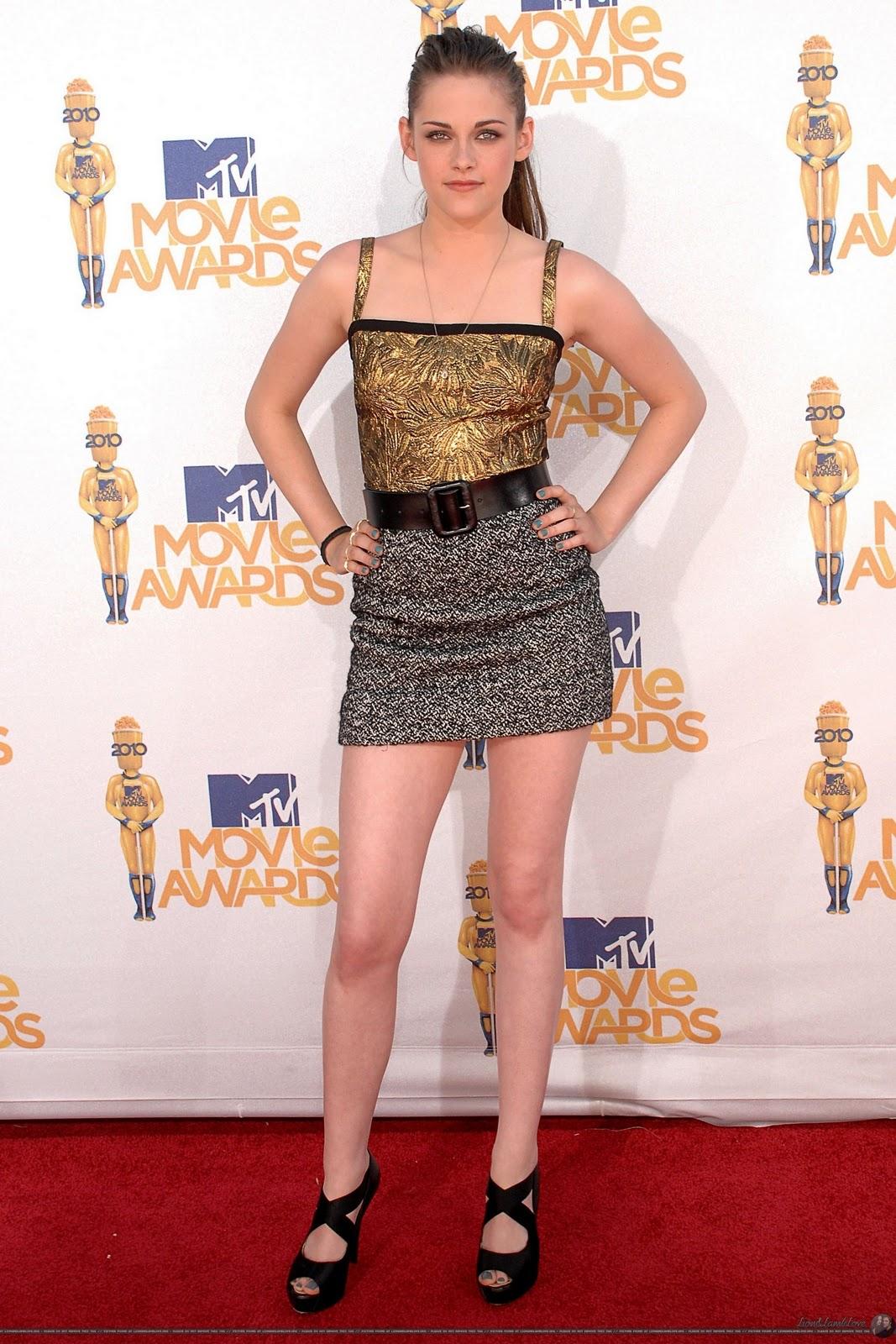 http://1.bp.blogspot.com/_hnTByD2mGh8/TPLjwPrQ5HI/AAAAAAAAB6M/ksbg-hNq7zY/s1600/2010-MTV-Movie-Awards-kristen-stewart-12805337-1707-2560.jpg