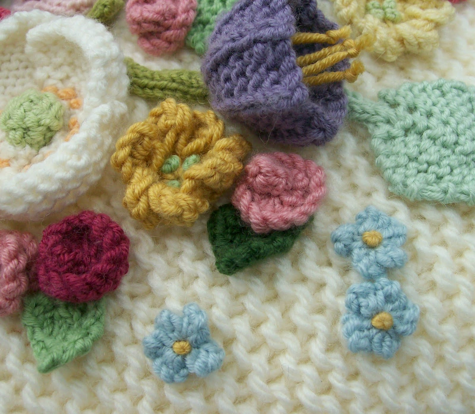 Knot Garden It With Flowers Crochet S Found A Few Patterns This Is How I Made The Tiny Blue On My Posy Cushion